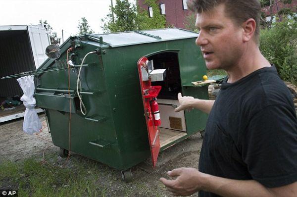 dumpster-home-by-Gregory-Kloehn_1